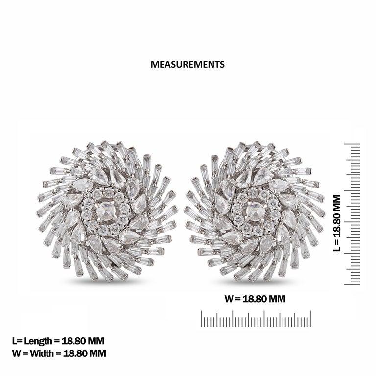 Modern Studio Rêves Diamonds Snowflakes Stud Earrings in 18 Karat Gold For Sale