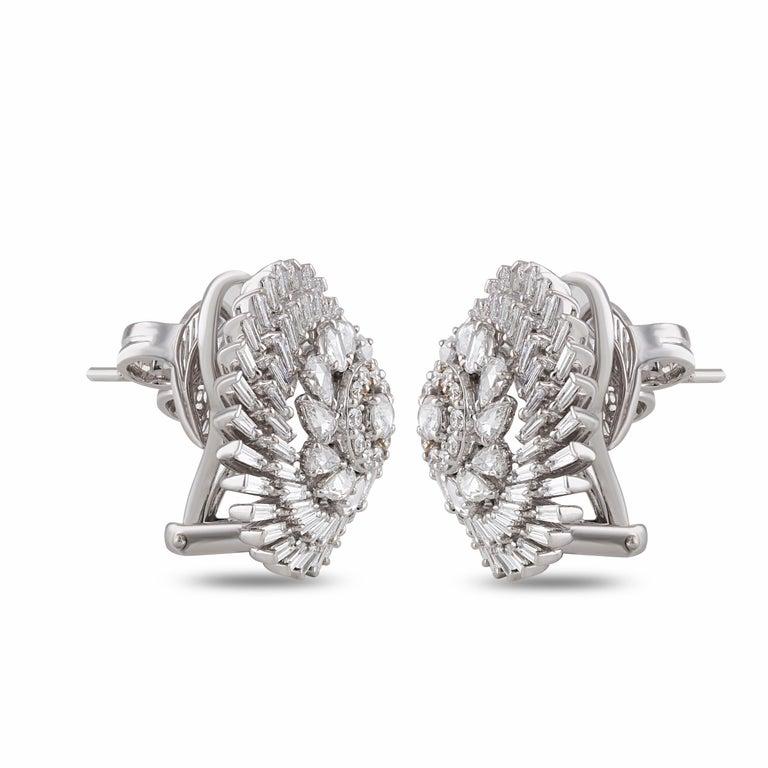 Studio Rêves Diamonds Snowflakes Stud Earrings in 18 Karat Gold In New Condition For Sale In Mumbai, Maharashtra