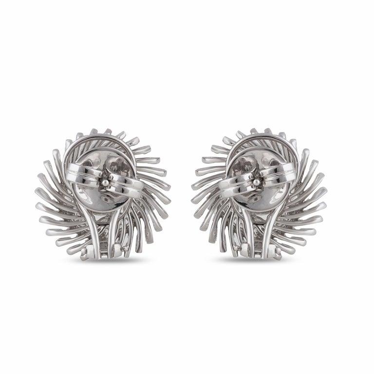 Women's Studio Rêves Diamonds Snowflakes Stud Earrings in 18 Karat Gold For Sale
