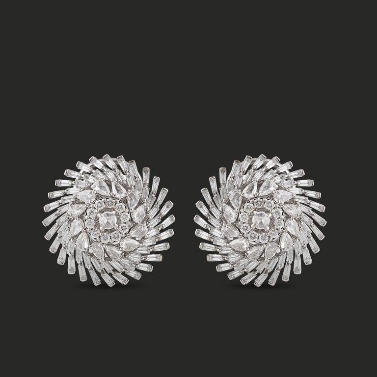 Studio Rêves Diamonds Snowflakes Stud Earrings in 18 Karat Gold For Sale 1