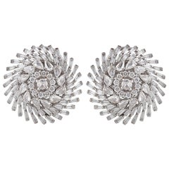 Studio Rêves Diamonds Snowflakes Stud Earrings in 18 Karat Gold