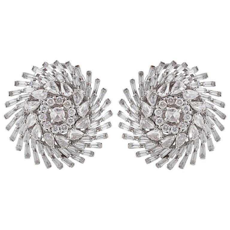 Studio Rêves Diamonds Snowflakes Stud Earrings in 18 Karat Gold For Sale