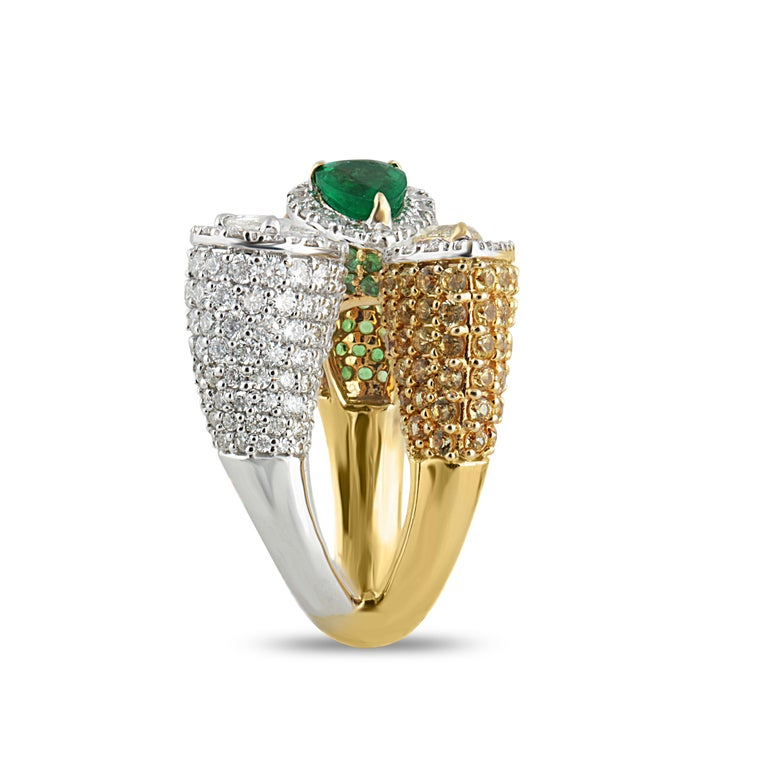 Studio Rêves Emerald and Diamond Claw Cocktail Ring in 18 Karat Gold For Sale 2