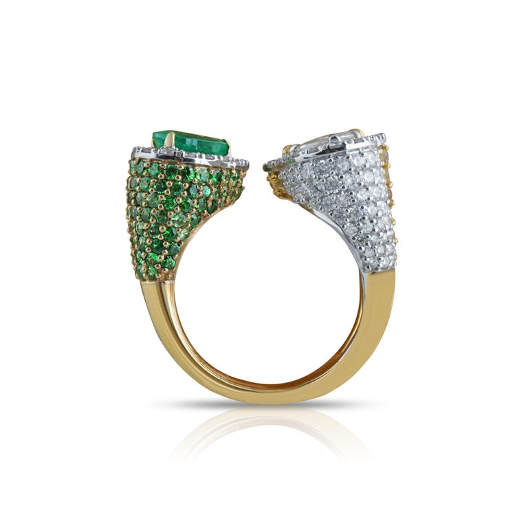 Studio Rêves Emerald and Diamond Claw Cocktail Ring in 18 Karat Gold For Sale 3