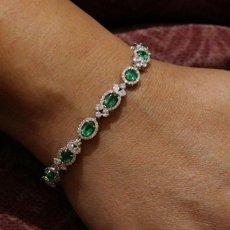 Studio Rêves Emerald and Diamond Tennis Bracelet in 18 Karat Gold For Sale 1