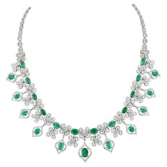 Studio Rêves Emerald and Diamonds Necklace in 18 Karat Gold