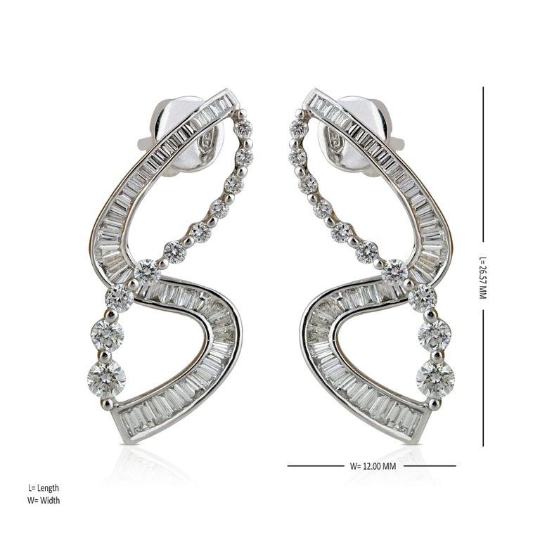 Studio Rêves S-Shaped Diamond Earrings in 18 Karat White Gold In New Condition In Mumbai, Maharashtra