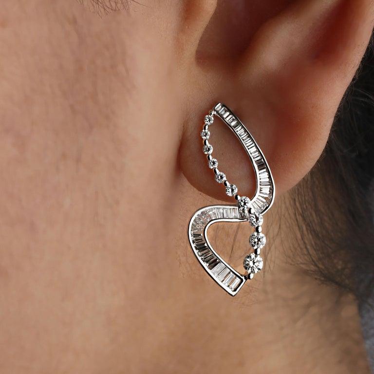 Studio Rêves S-Shaped Diamond Earrings in 18 Karat White Gold 1