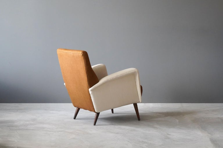 Studio Tecnico Cassina, Lounge Chair, Walnut, Fabric, Italy, 1950s In Good Condition For Sale In West Palm Beach, FL