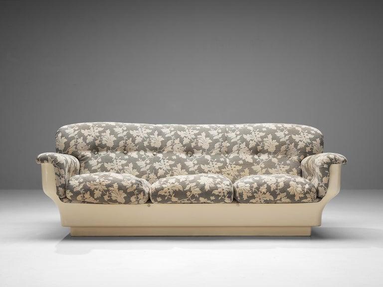 Studio Tecnico for Mobilquattro, 'Delta 699' sofa, fabric, fiberglass, Italy, 1970s  'Delta 699' sofa designed by Studio Tecnico and G.G. Biemme for Mobilquattro. This postmodern sofa is very particular in its design due to the unique base and