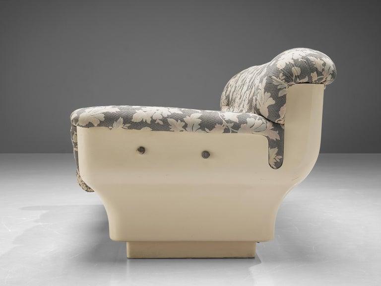 Late 20th Century Studio Tecnico for Mobilquattro 'Delta 699' Sofa in Floral Upholstery For Sale
