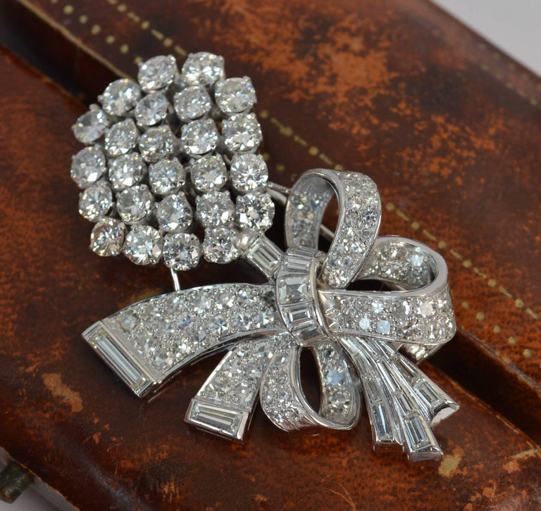 Stunning 10 Carat Diamond and 18 Carat White Gold Vintage Floral Spray Brooch For Sale 6