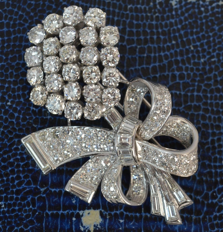 Stunning 10 Carat Diamond and 18 Carat White Gold Vintage Floral Spray Brooch For Sale 8