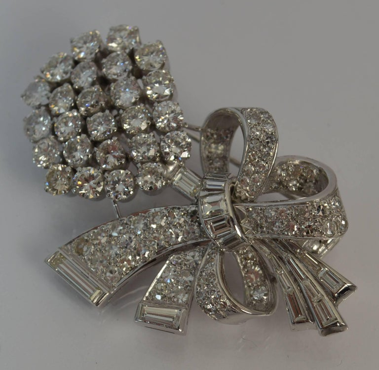 Round Cut Stunning 10 Carat Diamond and 18 Carat White Gold Vintage Floral Spray Brooch For Sale