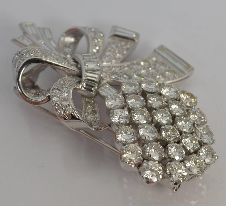 Women's Stunning 10 Carat Diamond and 18 Carat White Gold Vintage Floral Spray Brooch For Sale