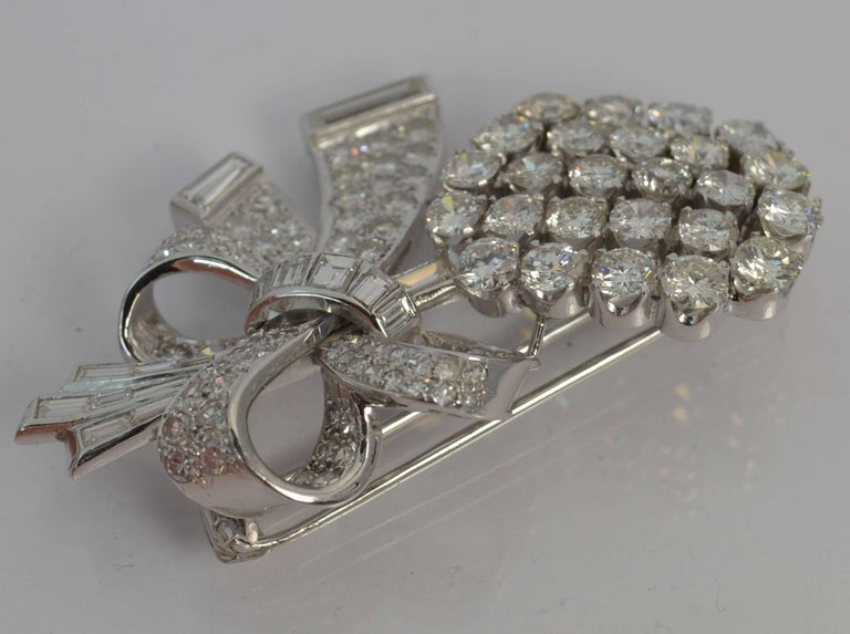 Stunning 10 Carat Diamond and 18 Carat White Gold Vintage Floral Spray Brooch For Sale 1