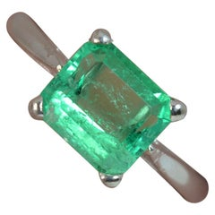 Stunning 1.7 Carat Colombian Emerald 18 Carat White Gold Solitaire Ring