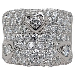 Stunning 18kt Gold Ring With 5.65ct Brilliant Cut Diamonds, 3 Set in Heart Shape