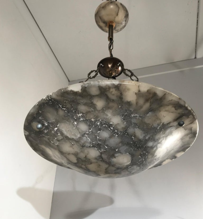 20th Century Stunning 1920s, French Art Deco White, Grey & Black Alabaster Pendant Chandelier For Sale