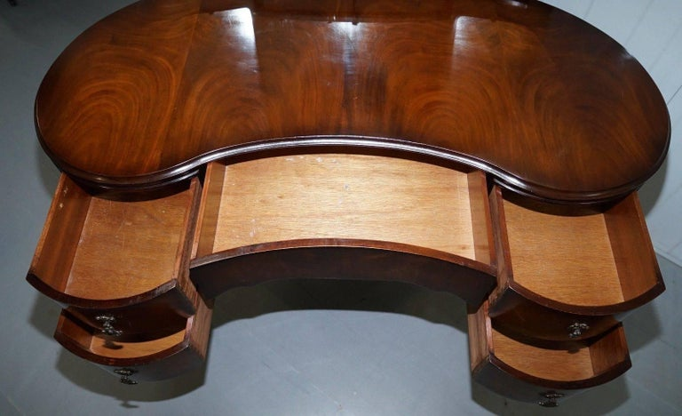 Stunning 1930s Flamed Mahogany Kidney Shaped Dressing