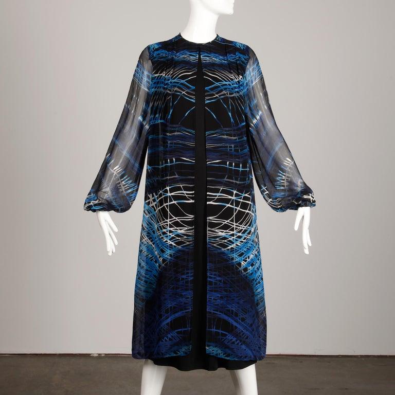 Stunning 1970s La Mendola Vintage Blue + Black Op Art Print Jersey Silk Dress In Excellent Condition For Sale In Sparks, NV