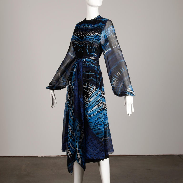 Stunning 1970s La Mendola Vintage Blue + Black Op Art Print Jersey Silk Dress For Sale 1