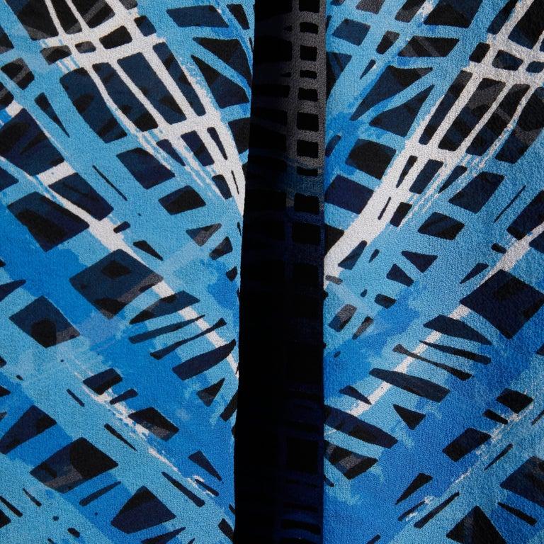 Stunning 1970s La Mendola Vintage Blue + Black Op Art Print Jersey Silk Dress For Sale 2