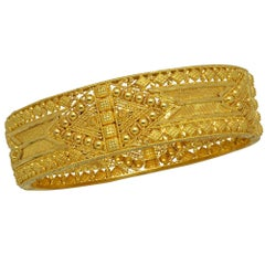 Stunning 22 Karat Yellow Gold Bangle