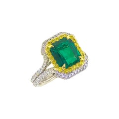 Stunning 2.76 Carat Colombian Emerald and Diamond Ring