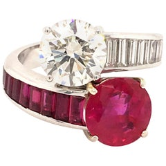 Stunning 2.81 Carat Burma Ruby and Diamond Toi et Moi Ring in 18 Karat Gold