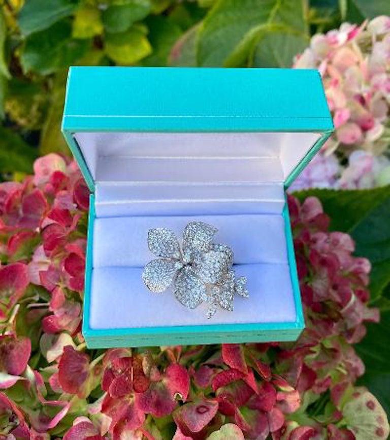 Stunning 6 Carat Pavé Diamond Triple Flower Ring in 18 Karat White Gold For Sale 7