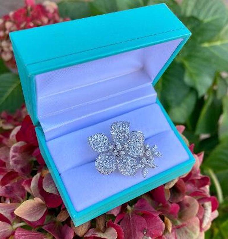 Stunning 6 Carat Pavé Diamond Triple Flower Ring in 18 Karat White Gold For Sale 8