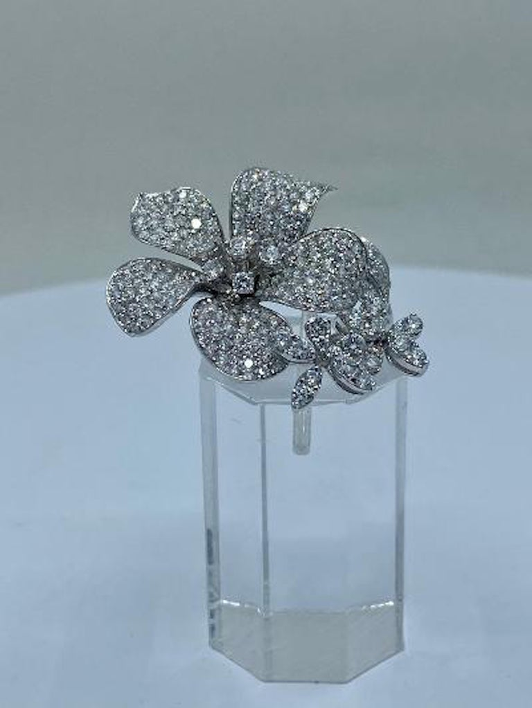 Stunning 6 Carat Pavé Diamond Triple Flower Ring in 18 Karat White Gold For Sale 4