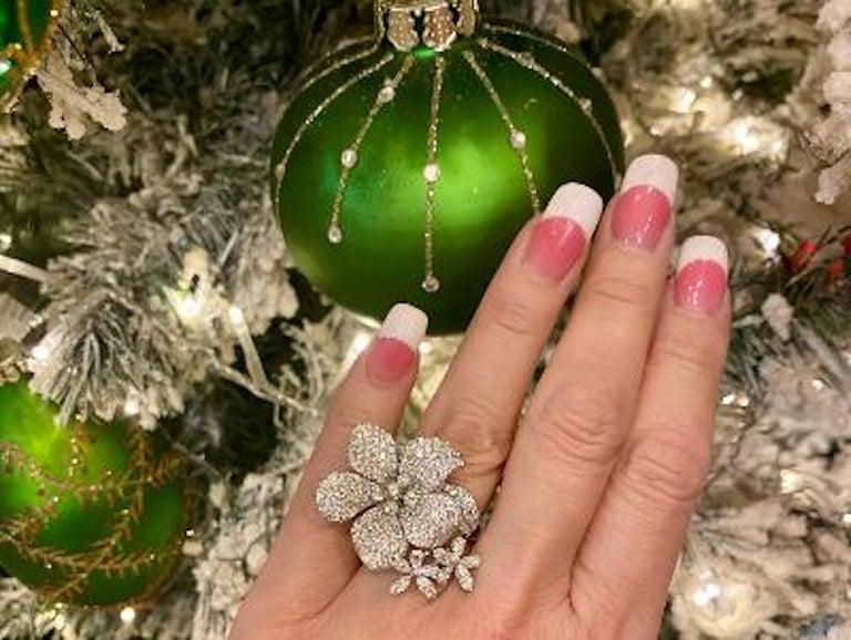 Stunning 6 Carat Pavé Diamond Triple Flower Ring in 18 Karat White Gold For Sale 5