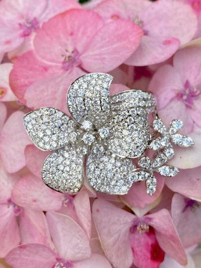 Stunning 6 Carat Pavé Diamond Triple Flower Ring in 18 Karat White Gold For Sale 6