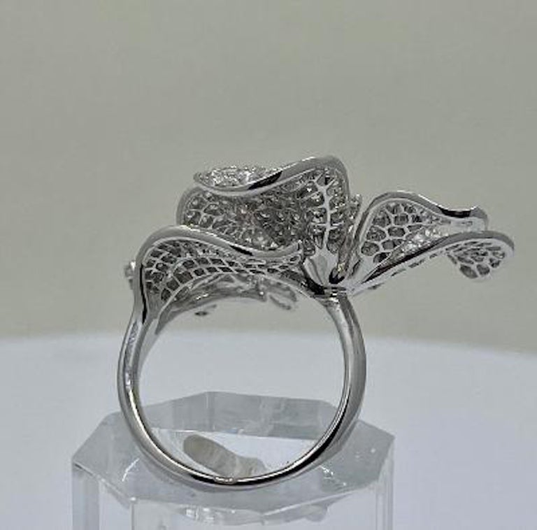 Stunning 6 Carat Pavé Diamond Triple Flower Ring in 18 Karat White Gold For Sale 1
