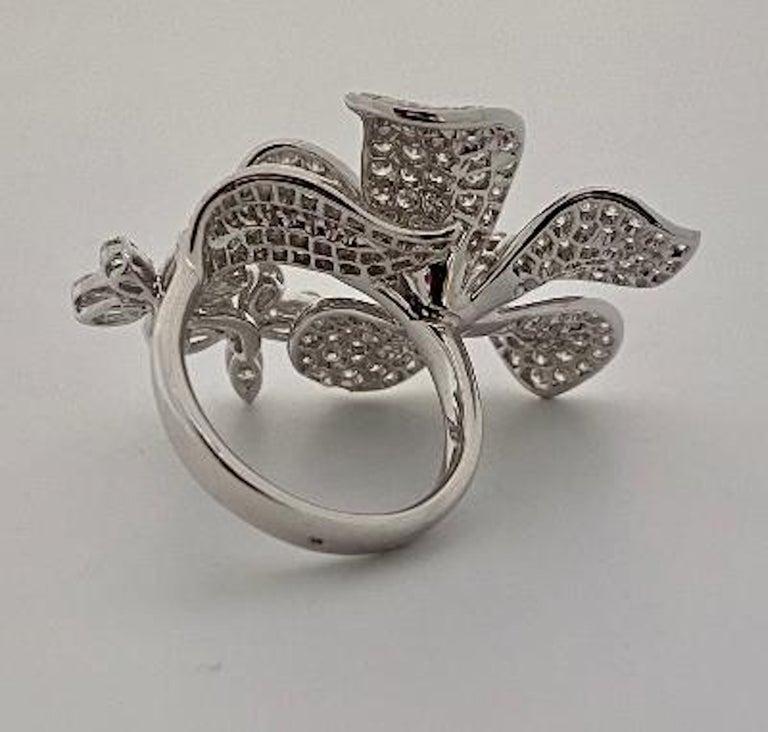 Stunning 6 Carat Pavé Diamond Triple Flower Ring in 18 Karat White Gold For Sale 3