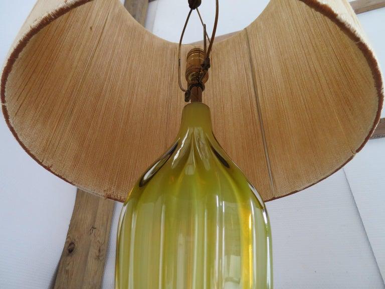 Mid-20th Century Stunning Alfredo Barbini Yellow Ribbed Murano Glass Table Lamp Gold Flecks For Sale