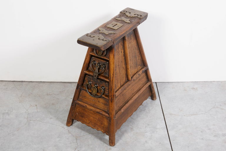Stunning Antique Chinese Barber Stool with Original Fittings In Good Condition For Sale In New York, NY