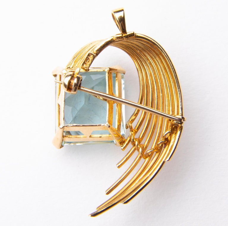 Stunning Aquamarine 18 Karat Gold Pendant or Brooch In Good Condition For Sale In Dorset, GB
