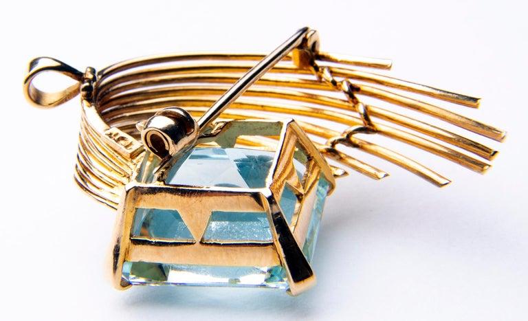 Women's Stunning Aquamarine 18 Karat Gold Pendant or Brooch For Sale