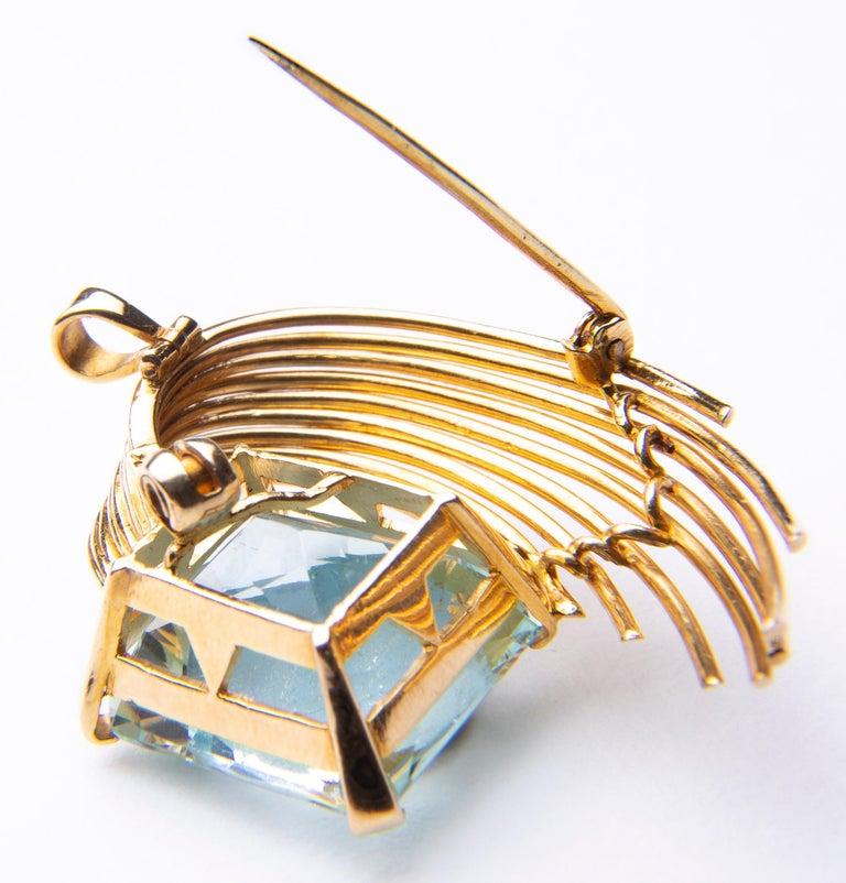 Stunning Aquamarine 18 Karat Gold Pendant or Brooch For Sale 1