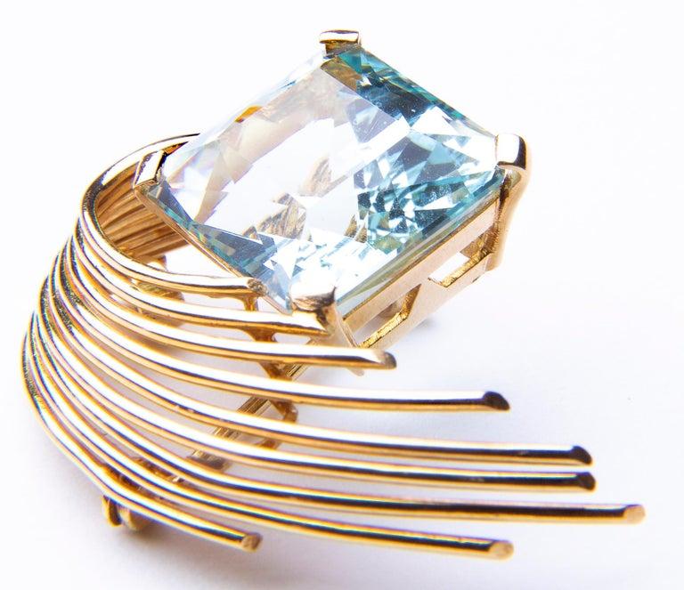 Stunning Aquamarine 18 Karat Gold Pendant or Brooch For Sale 2