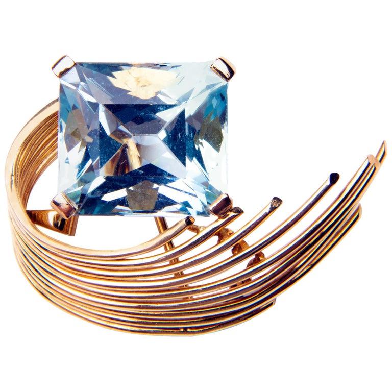 Stunning Aquamarine 18 Karat Gold Pendant or Brooch For Sale