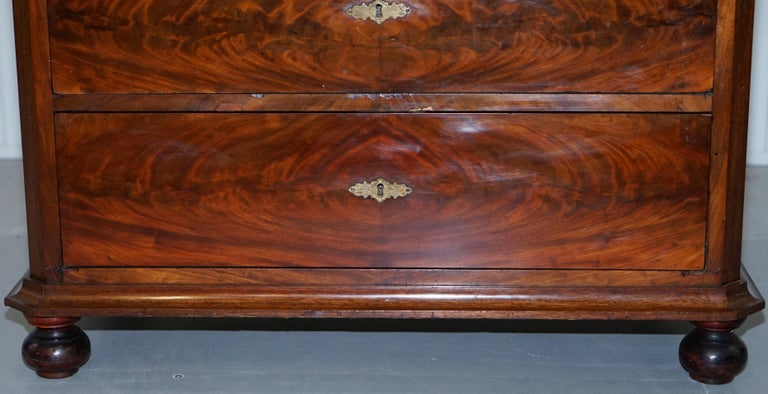 Stunning Biedermeier Flamed Mahogany Small Chest of Drawers Rare Find circa 1820 For Sale 5
