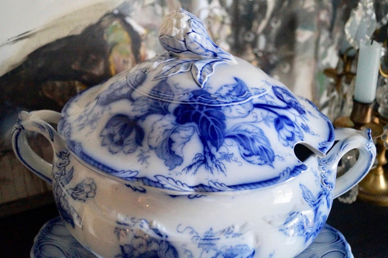 English Stunning Big Wedgwood Water Nymph Hand Painted Porcelain Soup Tureen, England For Sale