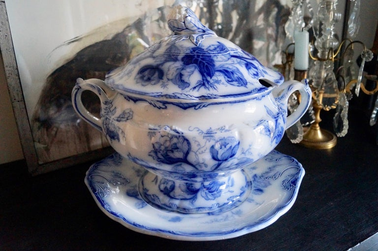 Hand-Painted Stunning Big Wedgwood Water Nymph Hand Painted Porcelain Soup Tureen, England For Sale