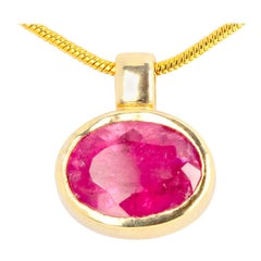 Stunning Brilliant Pink Red Rubelite Tourmaline 18 Karat Yellow Gold Pendant