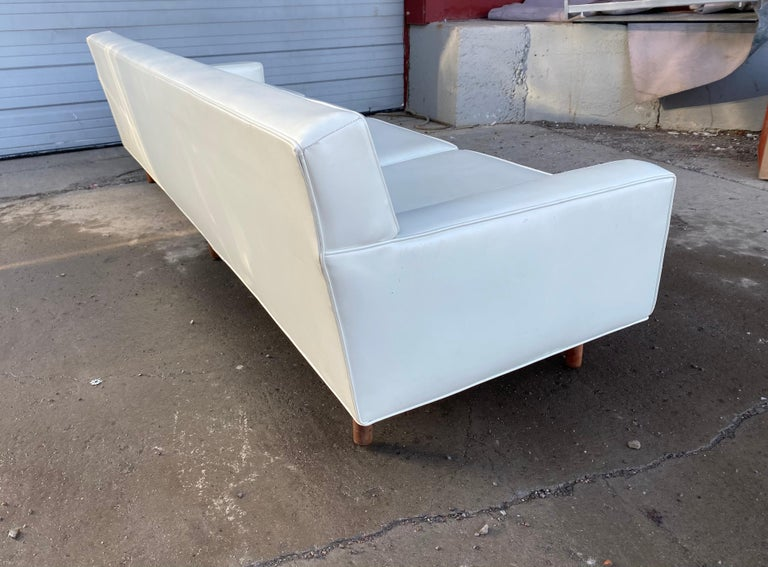 Stunning Button Tufted 4-Seat Sofa by Milo Baughman for Thayer Coggen In Good Condition In Buffalo, NY