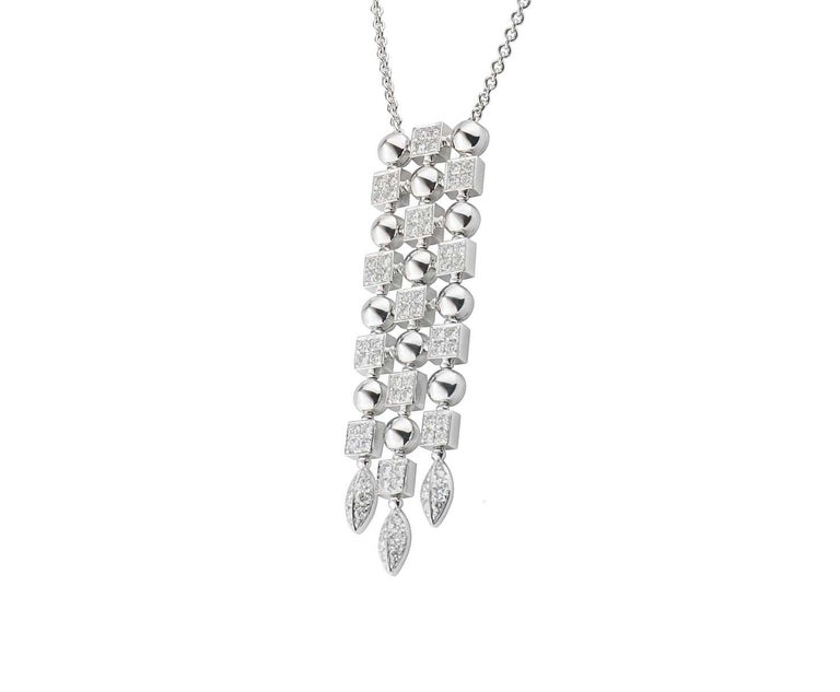 Stunning Bvlgari 18 Karat White Gold Diamond Pendant Chain Necklace In Excellent Condition For Sale In Switzerland, CH